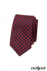 Piros-kék kockás keskeny nyakkendő