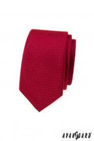 Piros keskeny nyakkendő felszíni textúrával
