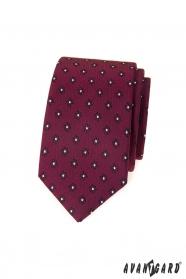 Keskeny, bordó nyakkendő mintával