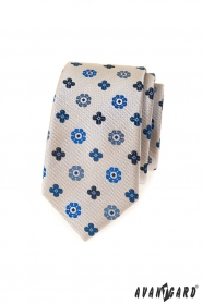 Bézs keskeny nyakkendő, kék mintával