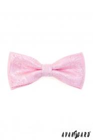 Rózsaszín csokornyakkendő díszzsebkendővel, mintás
