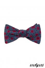 Kék megkötős csokornyakkendő piros virágokkal + díszzsebkendő