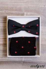 Fekete csokornyakkendő pöttyös zokni készletben