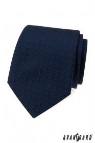 Kék nyakkendő négyzet alakú szerkezettel