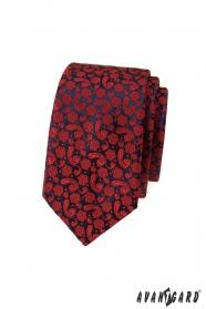Keskeny nyakkendő piros mintával