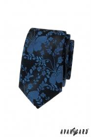 Keskeny nyakkendő kék mintával